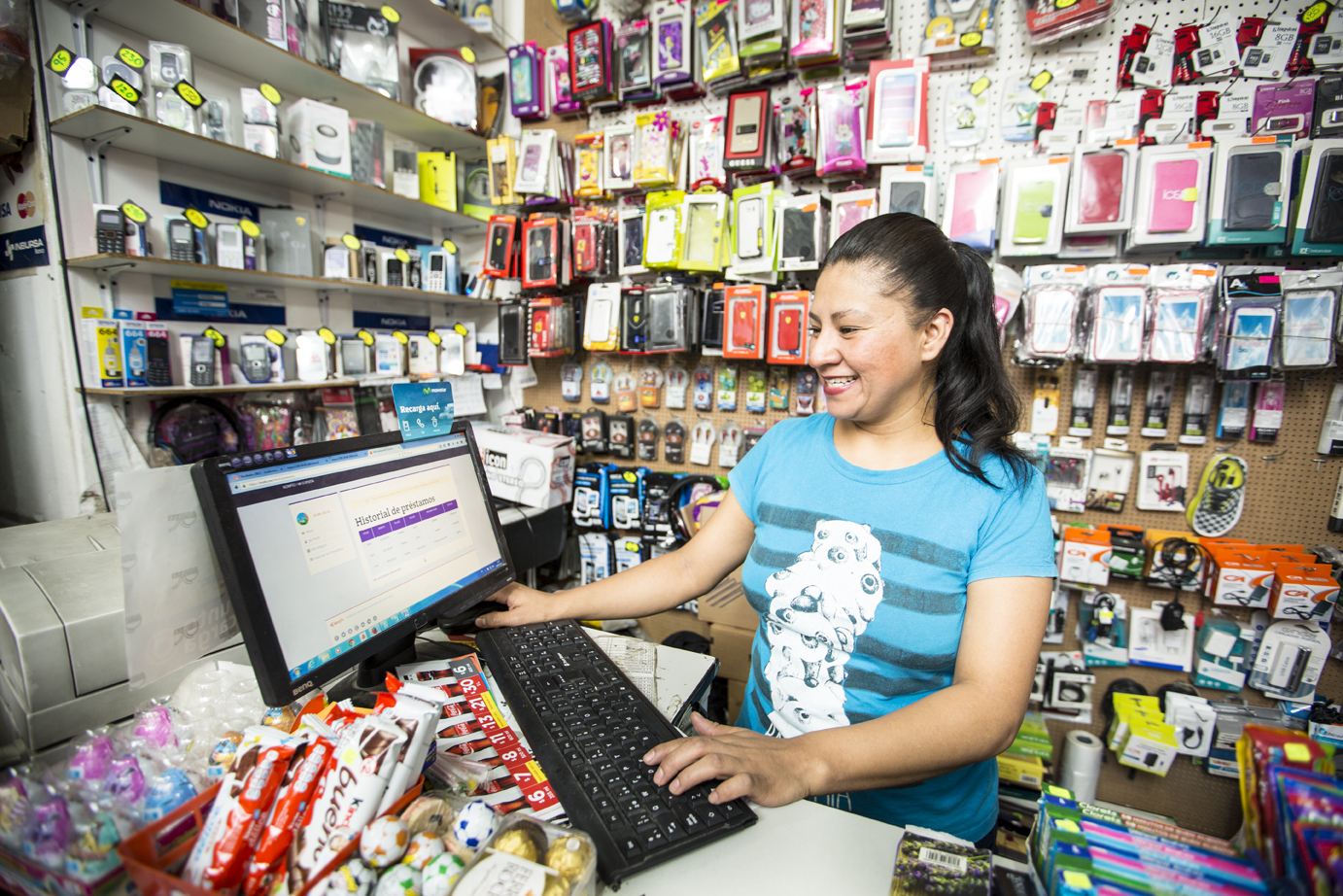 Alma Delía Centeno Romualdo, a Konfio client, runs her internet cafe in Mexico City.