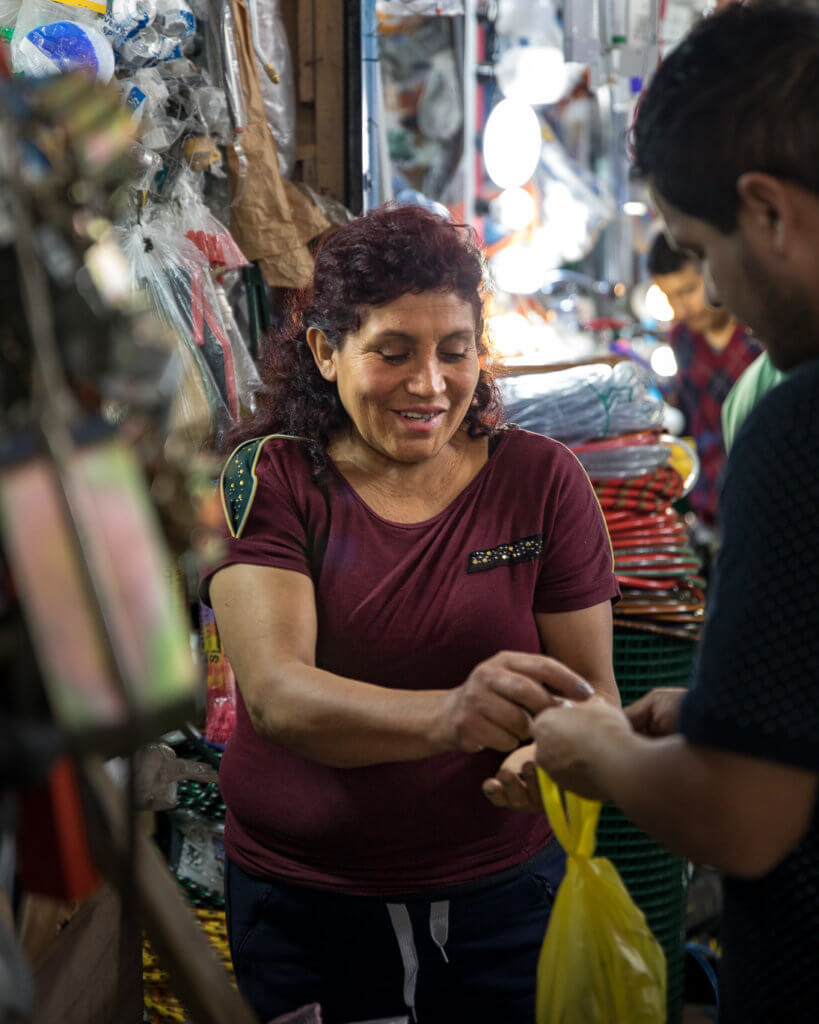 Felicitas receives a payment from a customer
